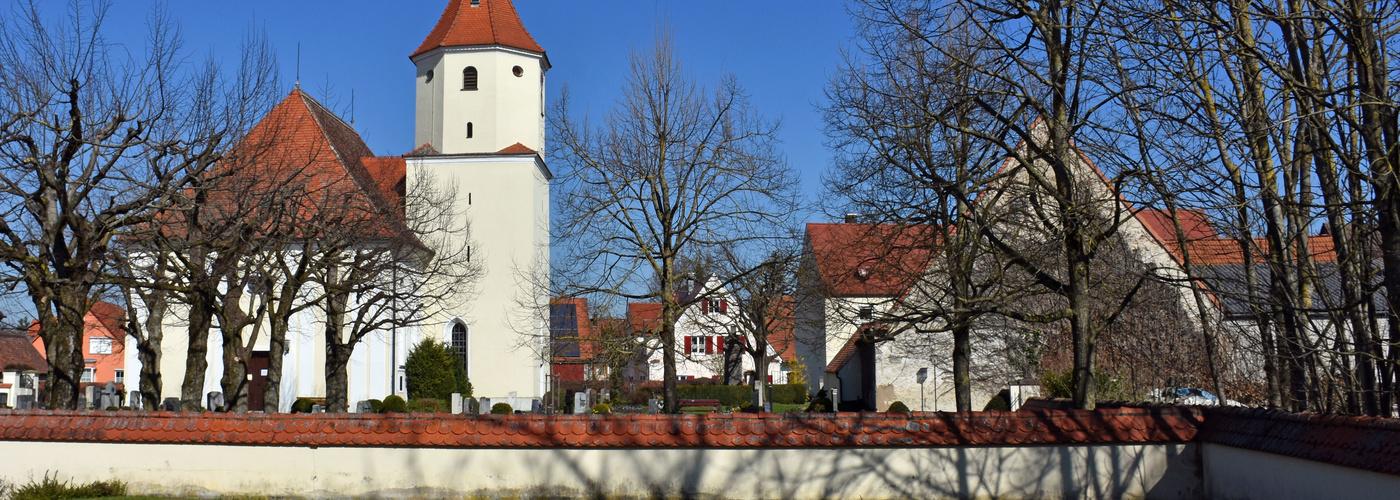 St. Gallus mit Friedhof vom Goldbach aus